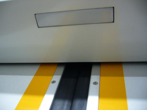 東武鉄道50050系ニューバージョンのドア.JPG