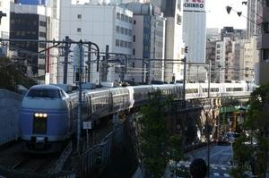 JR東日本E351系